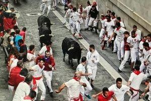 traveling steps running of the bulls