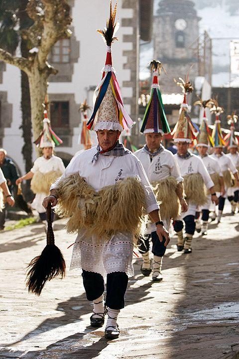 traveling steps basque  joaldunaks